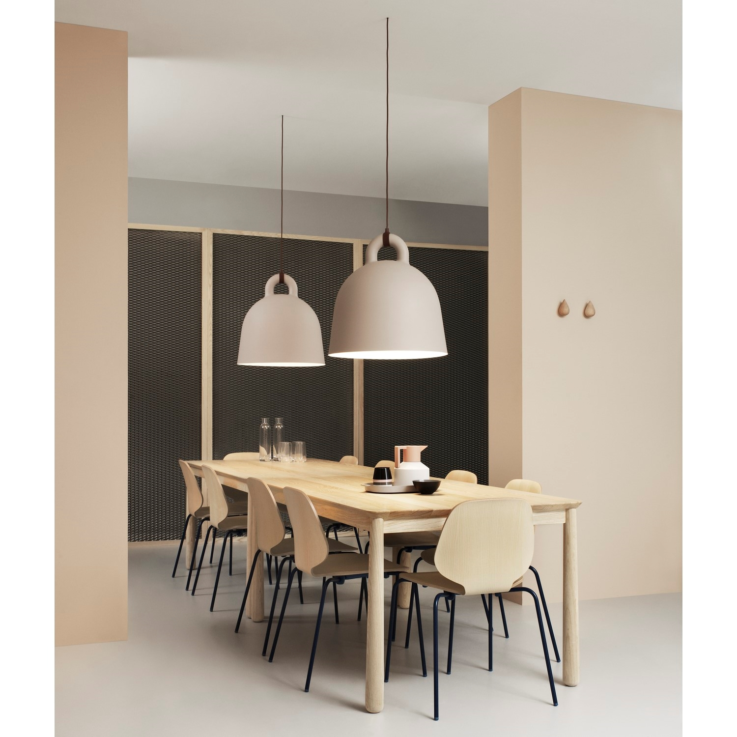 bell lampe fra normann copenhagen f s i 2 farver. Black Bedroom Furniture Sets. Home Design Ideas